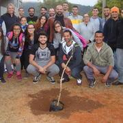CEDUFOP realizou o plantio de uma árvore em comemoração aos 10 anos de criação dos cursos de Educação Física da UFOP.