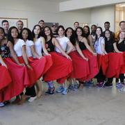 Bolsistas e voluntários do PIBID-UFOP subprojeto de Educação Física participam de oficina de danças folclóricas ministrada pelo Grupo Arunda